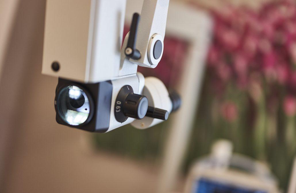 Ohrmikroskopie HNO-Praxis bei Ohrenschmerzen und Mittelohrentzündung