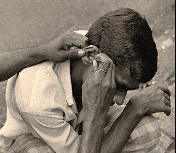 Indien Ohrenreinigung