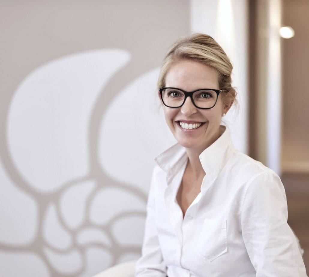 Fachärztin für HNO und Allergologie Dr. Ines Weinzierl in ihrer HNO-Praxis in Nürnberg Mögeldorf
